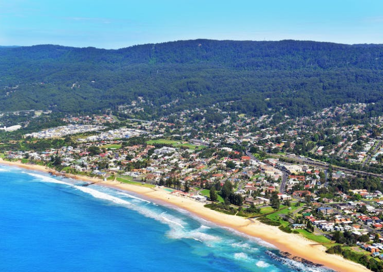 Thirroul Beach is 1 kilometre long and patrolled in summer.