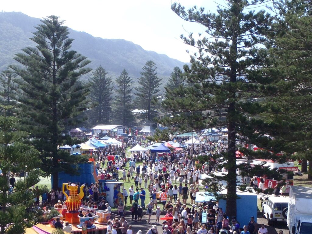 Thirroul Seaside and Arts Festival is an annual event in April.