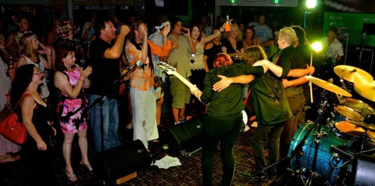 the fold illawarra the cassettes live at the beaches hotel  768x382